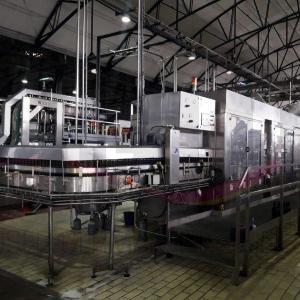 Línea embotelladora, botellas de vidrío capacidad 16000 bph.